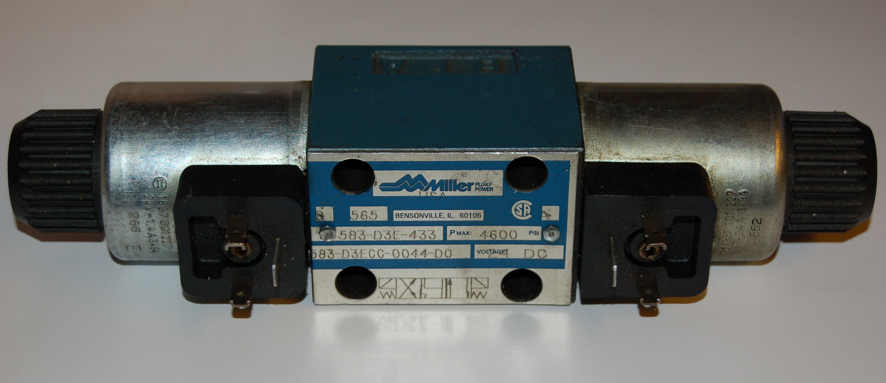 Miller 583-D3E-433 Hydraulic Directional Valve, 4600 PSI (317 bar)