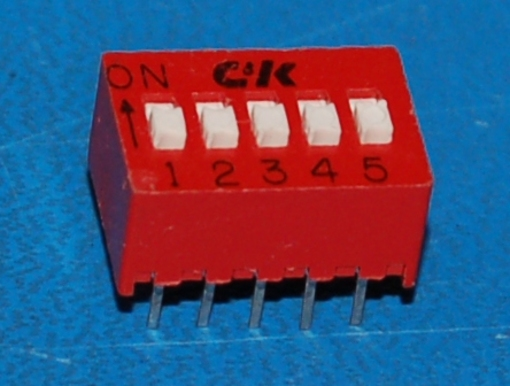 BD05 DIP Switch, 2.5mm Pitch, 5-Position, Red
