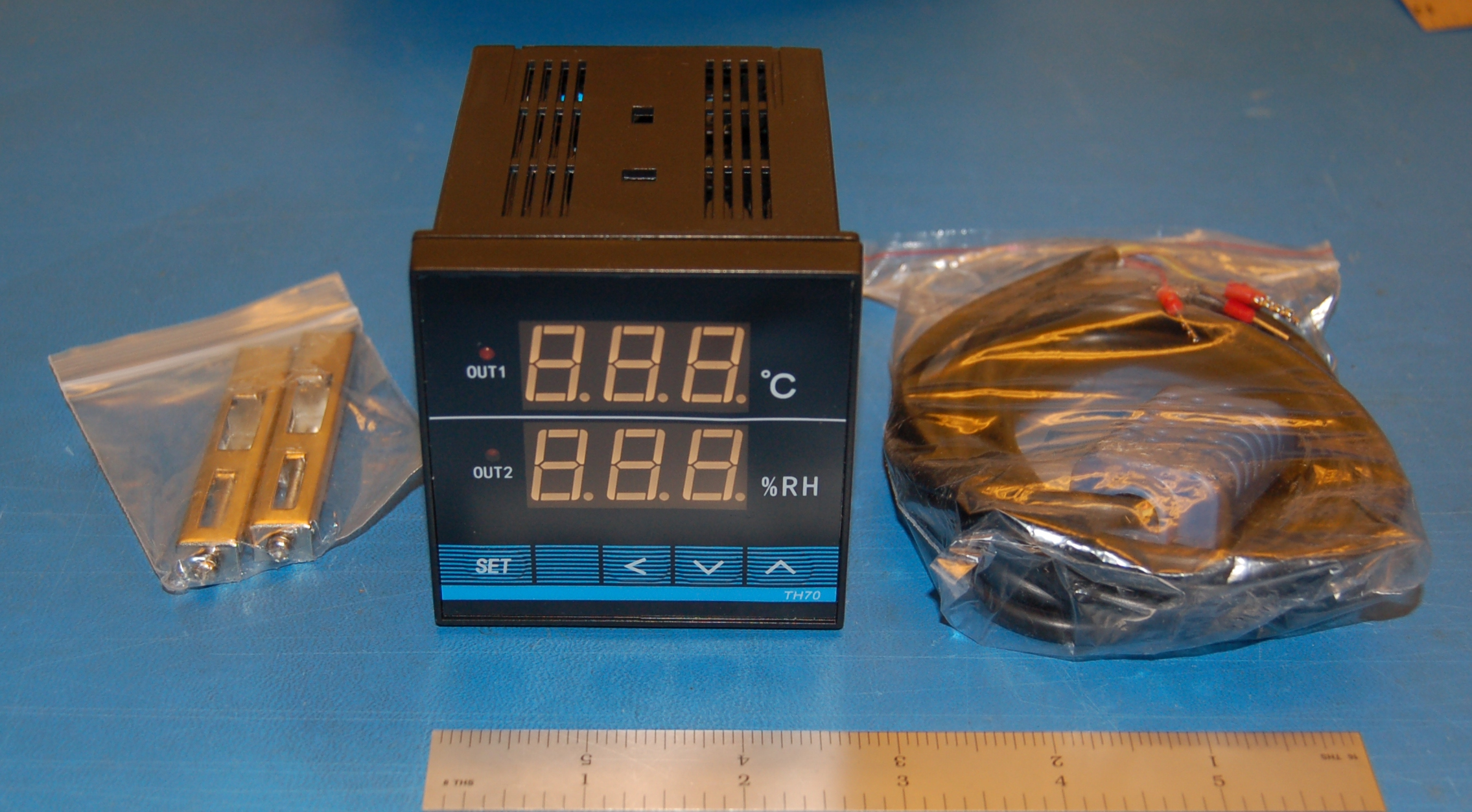 TH70 Temperature & Humidity Controller