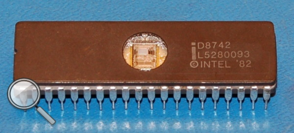 Intel D8742 8-Bit Microcontroller with 2k UV EPROM, DIP-40