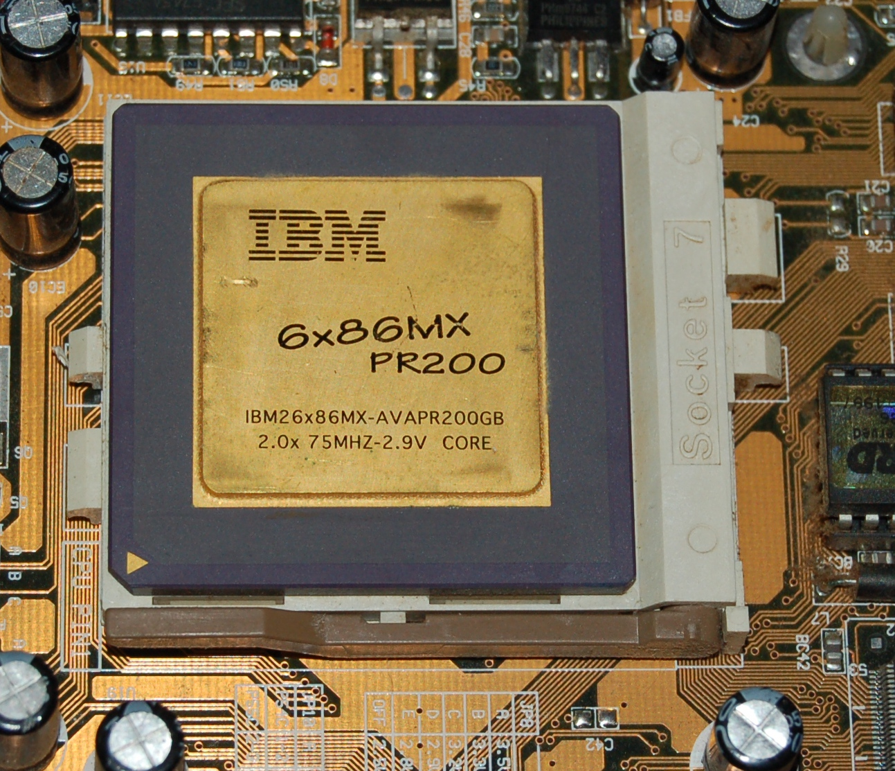 Vintage Socket-7 x86 Motherboard with IBM 6x86MX-PR200 CPU & RAM
