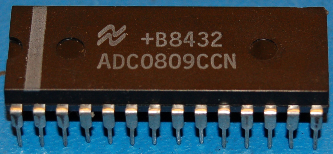 ADC0809 μP Compatible A/D Converter with 8-Channel Multiplexer, DIP-28