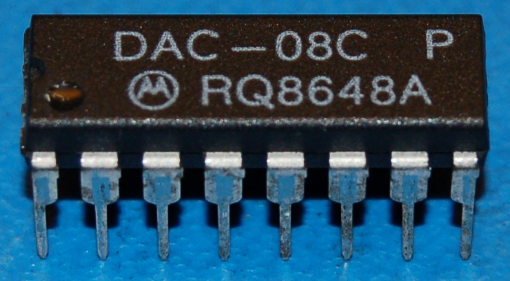 DAC08C Multiplying D/A Converter with Serial Interface, DIP-16